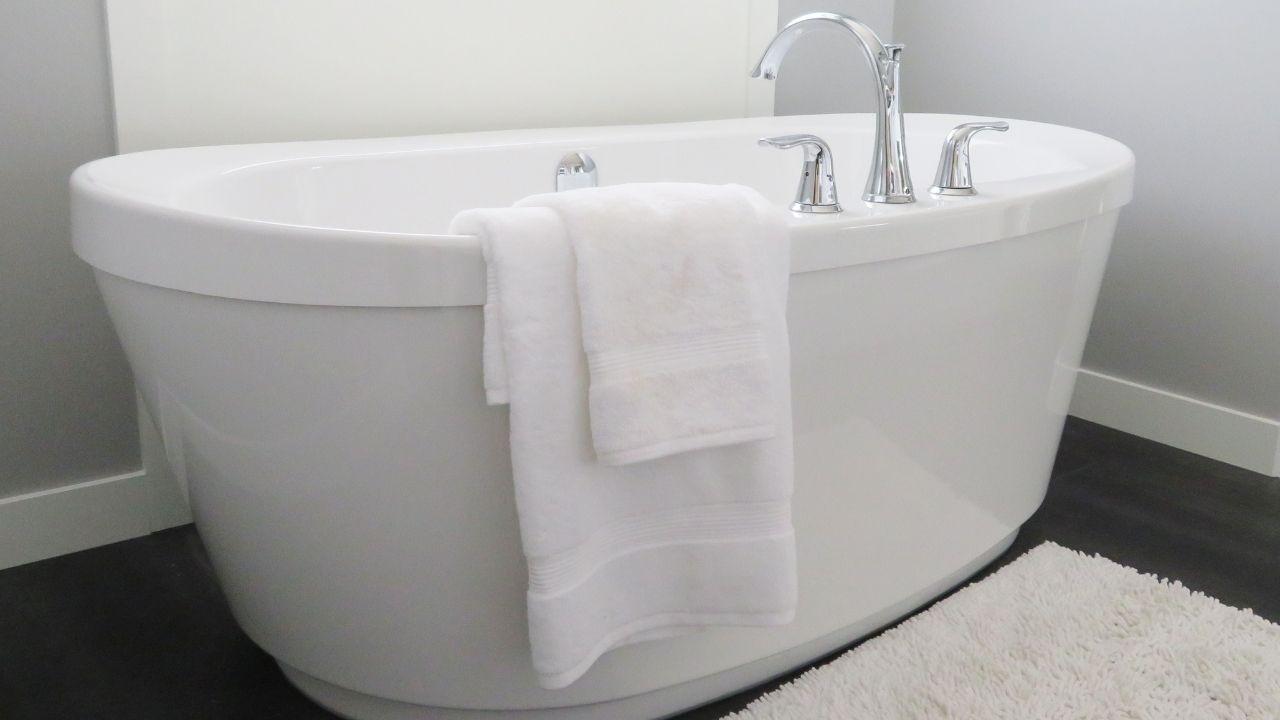 お風呂リフォームで選ぶことのできる浴槽の形・材質の種類
