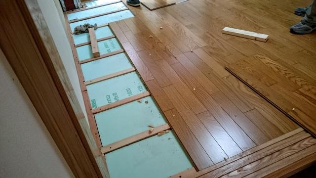 床リフォームにおける重ね張りと張り替えの違いとは